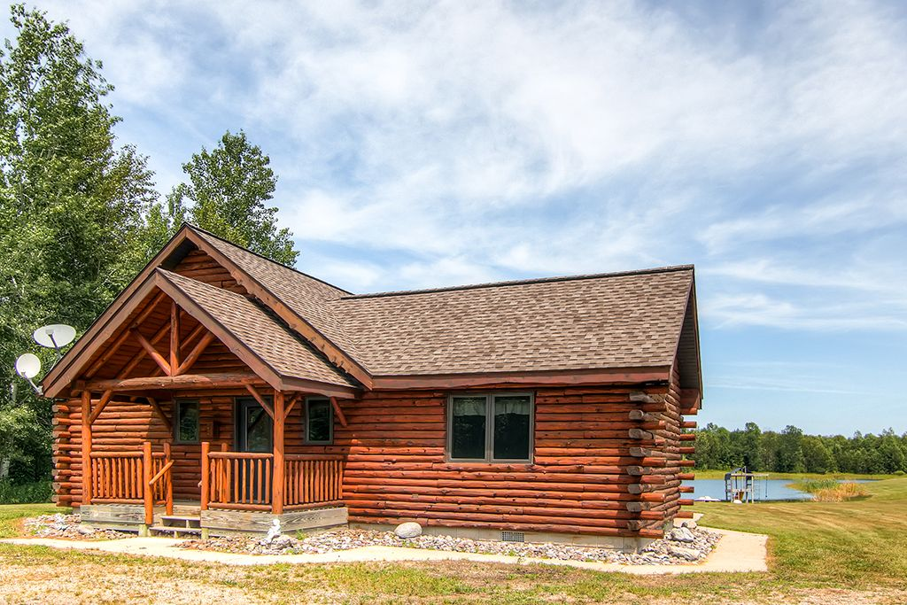 2br rapid river log cabin on 160 acres gladstone upper