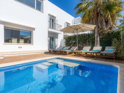 Photo for Air-conditioned Holiday Home with Mountain View, Pool, Garden, Terrace and Wi-Fi