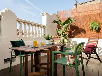 Photo for Stylish 1 bed flat with balcony in Montjüic