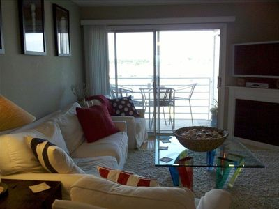 Photo for Beautiful 2BR Condo, Waterfront, Walk to Jetexpres
