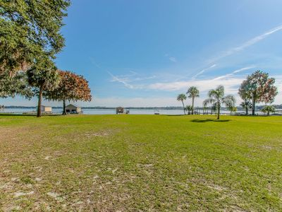 Photo for LAKEFRONT COTTAGE ON LAKE WEIR!