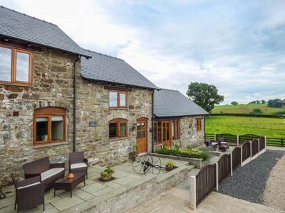 Photo for THE STABLES, family friendly in Llanfair Caereinion, Ref 923846