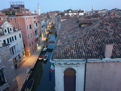 Photo for Venice Skyview Deluxe Apartment with rooftop view, ln the heart of Venice