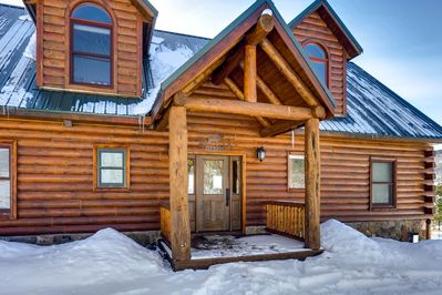 High Creek is a full log cabin on a private and secluded 2 acre property.