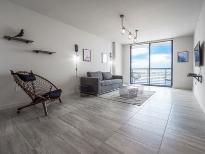 Photo for 4005-698 · Spacious 1 BR on 40th Floor w/ Gym & Pool