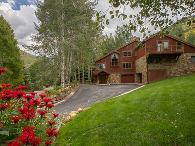 Photo for Vail Golf Course Residence, only 1.4 miles from Vail Village, hot tub