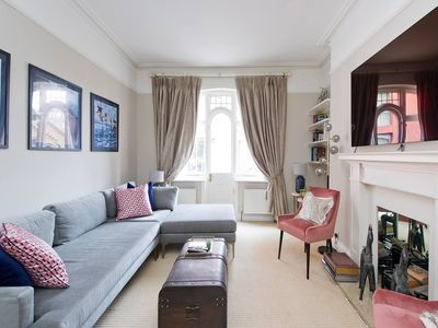 Photo for Luxurious 2-Bed Apt, 5 mins from Buckingham Palace