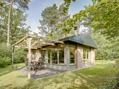 Photo for Luxury 4-person bungalow in the holiday park Landal Heideheuvel - in the woods/woodland setting
