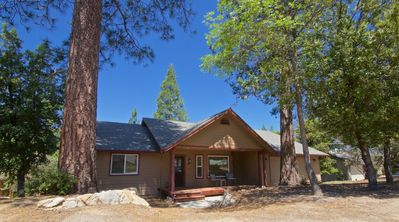Photo for Beautiful 3 bedroom home tucked in the cedars, 20 minutes from Yosemite!