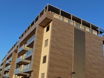 Photo for Spacious apartment with parking and WiFi within walking distance of the centre.