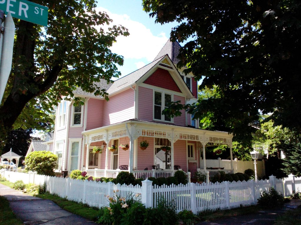 Charming Victorian Carriage House Junction City Oregon
