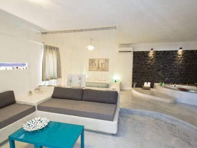 Photo for 1BR Bed & Breakfast Vacation Rental in fira