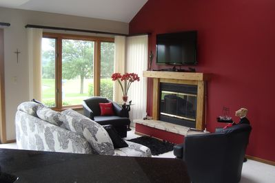 Living Room overlooking 9th green of Eagle Ridge East -watch the golfers come in