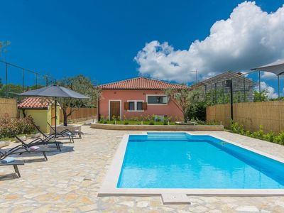 Photo for Villa for up to 10 persons with private pool, summer kitchen and jacuzzi