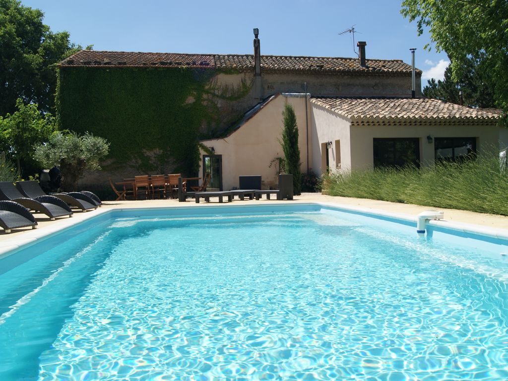 Farmhouse with pool in salon de provence homeaway for Rent a car salon de provence