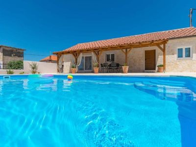 Photo for 4BR House Vacation Rental in Pakostane, Dalmatien