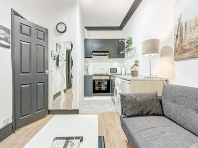 Photo for Modern 2 Bedroom Apartment in Central London - Next to tube station