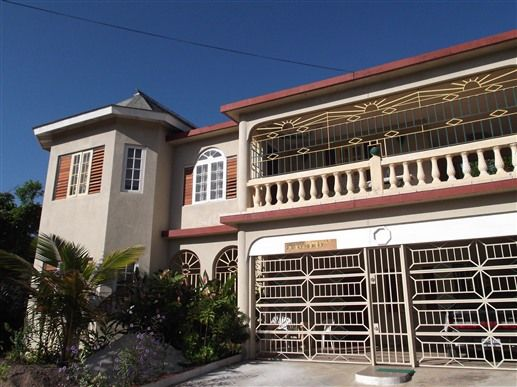 Bed & Breakfast: New Freedom Palace