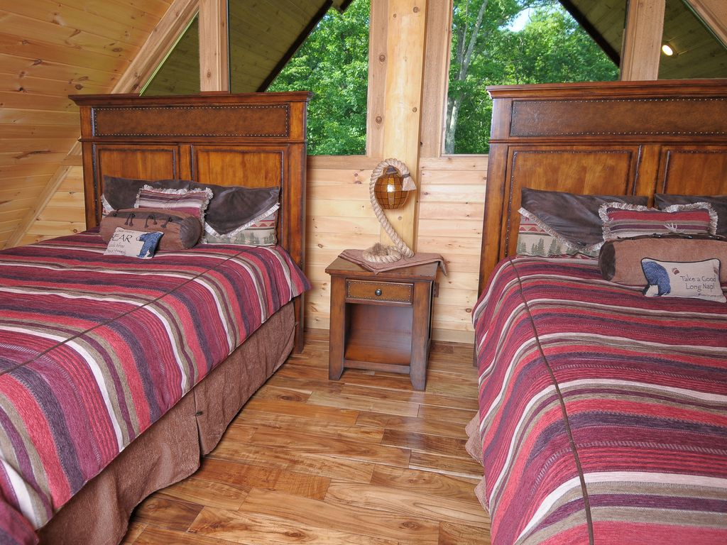 For sale luxury log cabin gatlinburg w amazing view for 4 bedroom log cabin kits for sale