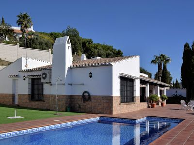 Photo for Tasteful and modern villa with private swimming pool (salt)