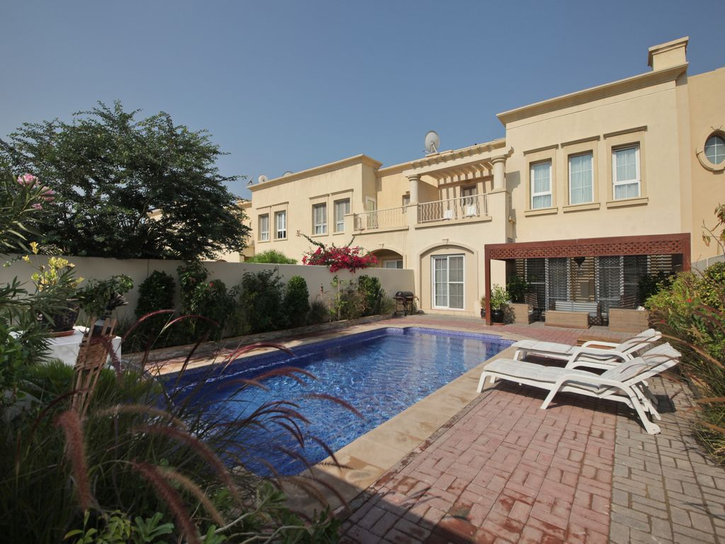Luxury 4 Bed Villa Private Pool Lake Views Only 10