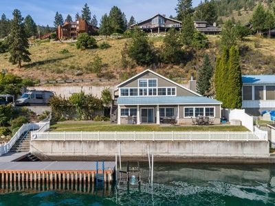 Beautiful lakefront home with dock, amazing views - dogs OK!