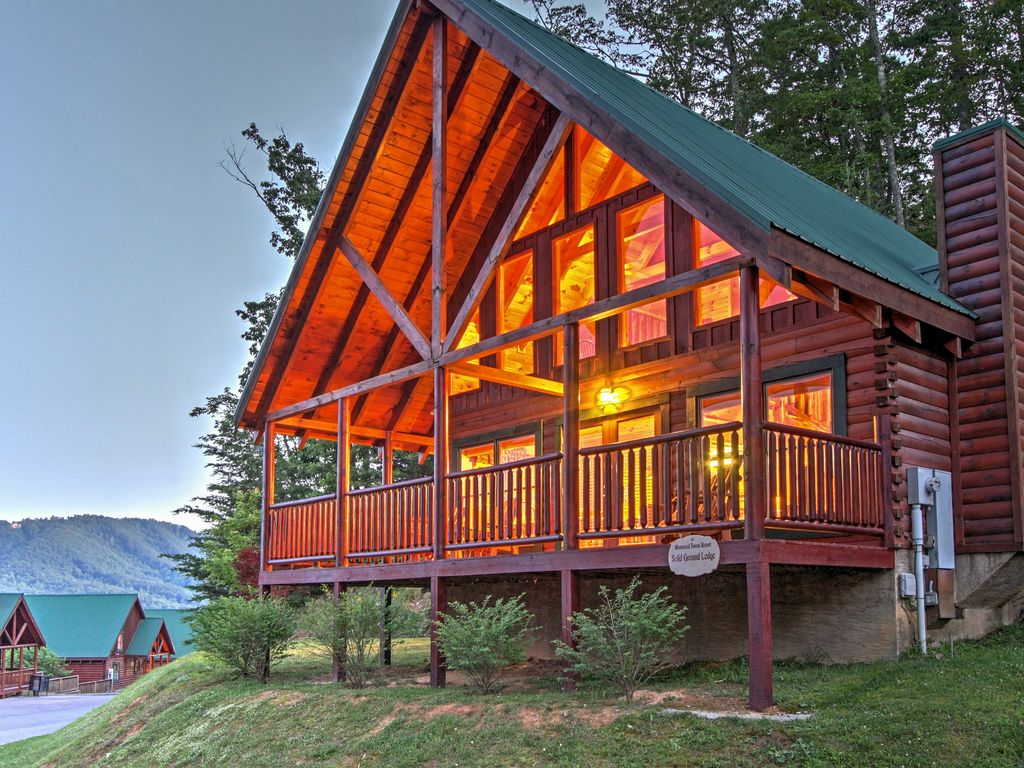 New 2br pigeon forge cabin w private hot tub 2 br for Private secluded cabins in pigeon forge