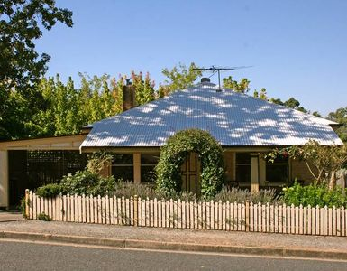 Photo for Oats Cottage - Central Hahndorf