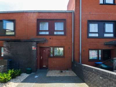 Photo for Refurbished 3 bed room house close to Wembley!