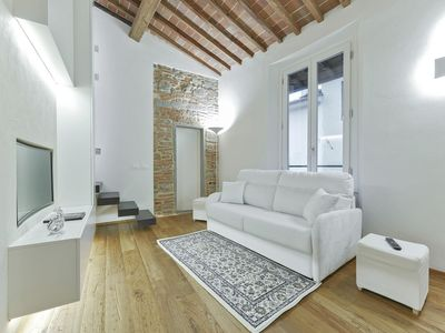Photo for Ginger Loft  apartment in Oltrarno with WiFi & integrated air conditioning.