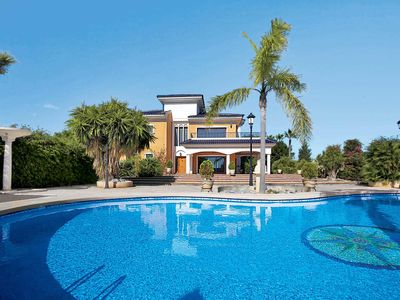 Photo for 6 bedroom Villa, sleeps 12 in Perleta with Pool, Air Con and WiFi
