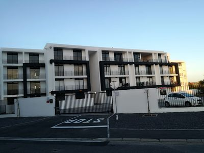 Photo for 1BR Apartment Vacation Rental in Bloubergstrand, WC