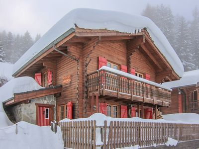 Photo for Chalet Pere Noel - 3-bedroom chalet on the piste - sleeps 7 to 9 people