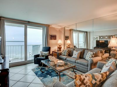 Photo for Beautiful condo with shared pool, beach access, free WiFi and beach service!