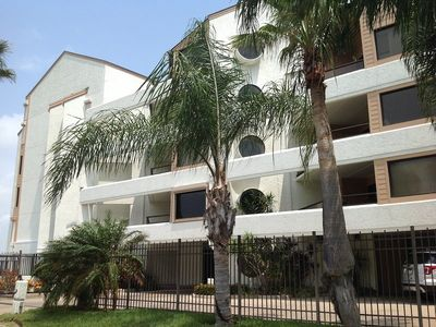 Photo for Bayfront condo. Sleeps 8, 3 bedrooms, 2 baths. Shared pool, boat docks, fishing pier