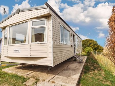 Photo for 6 berth, 3 bed caravan for hire at Clacton on Sea holiday park ref 28044