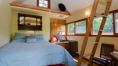 Photo for Ideal Mt location, smart, adorable, compact, close to hikes,good food,beautiful.