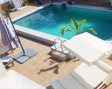 Photo for Large Villa with Pool just steps from the beaches and 15 minutes from Valencia.