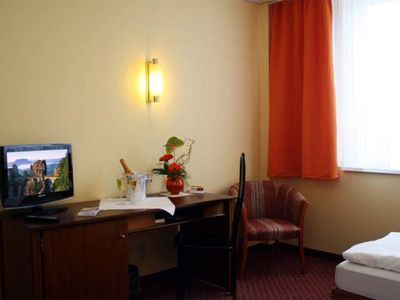 Photo for Double room, shower or bath, WC - Quality Hotel Dresden West