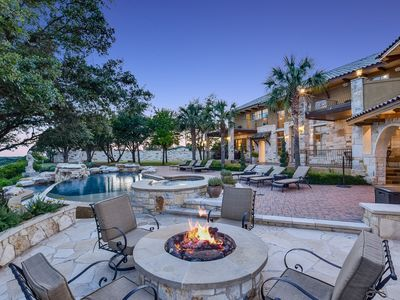 Outdoor gas fire pit. Enjoy a view with s'mores and breathtaking views!