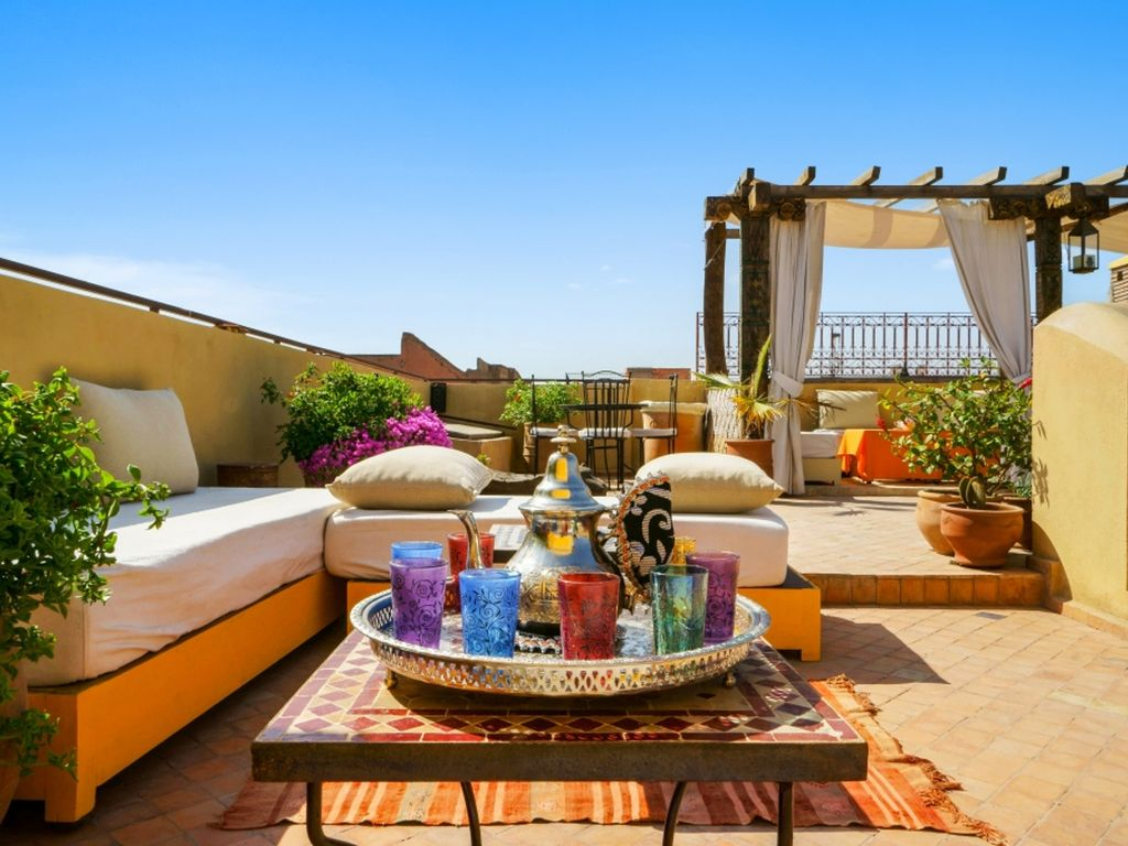 luxury 6 bedroom house in marrakech with a pool and rooftop terrace sleeps 15 marrakech. Black Bedroom Furniture Sets. Home Design Ideas