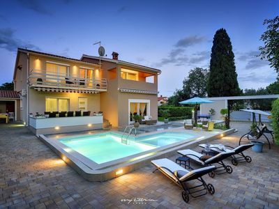 Photo for Elegant modern villa with private pool in Pula