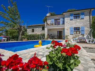 Photo for Cozy cottage with private swimming pool, 4 km from the beach and 7 km from Porec