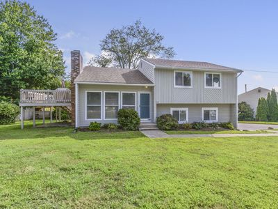 Photo for Bright and Airy Home in Bonnet Shores with Central Air and Includes 4 Narragansett Beach Passes!