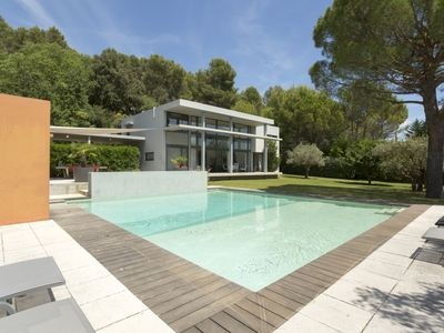 Photo for 4BR Villa Vacation Rental in Lourmarin, Provence-Alpes-Côte d'Azur