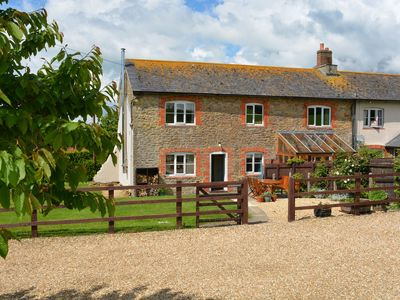 Photo for Traditional cottage with spacious enclosed garden close to Bridport & beaches