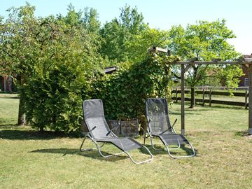 Holiday home for 5 persons, fantastic location, pets welcome, sunbathing area