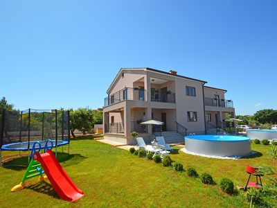 Photo for This 2-bedroom villa for up to 6 guests is located in Liznjan/Ližnjan and has a private swimming poo