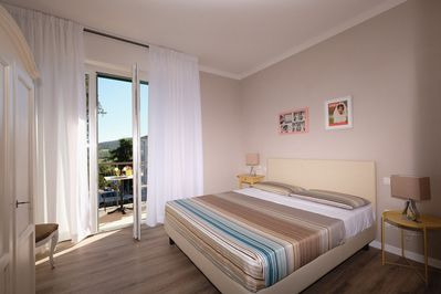 Double bedroom with air conditioning and private terrace