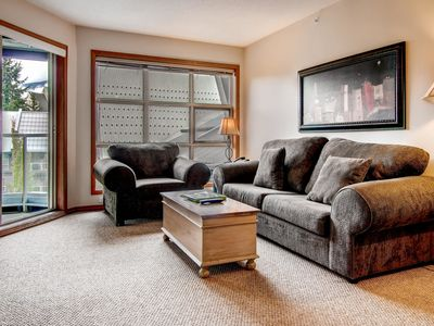 Prime Ski-in Ski-out Location! Top Floor Unit, Pool, Hot tubs, BBQ (563)
